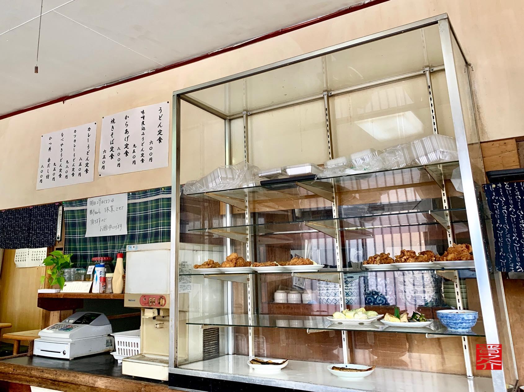 アサヒ食堂 ガラスケース2