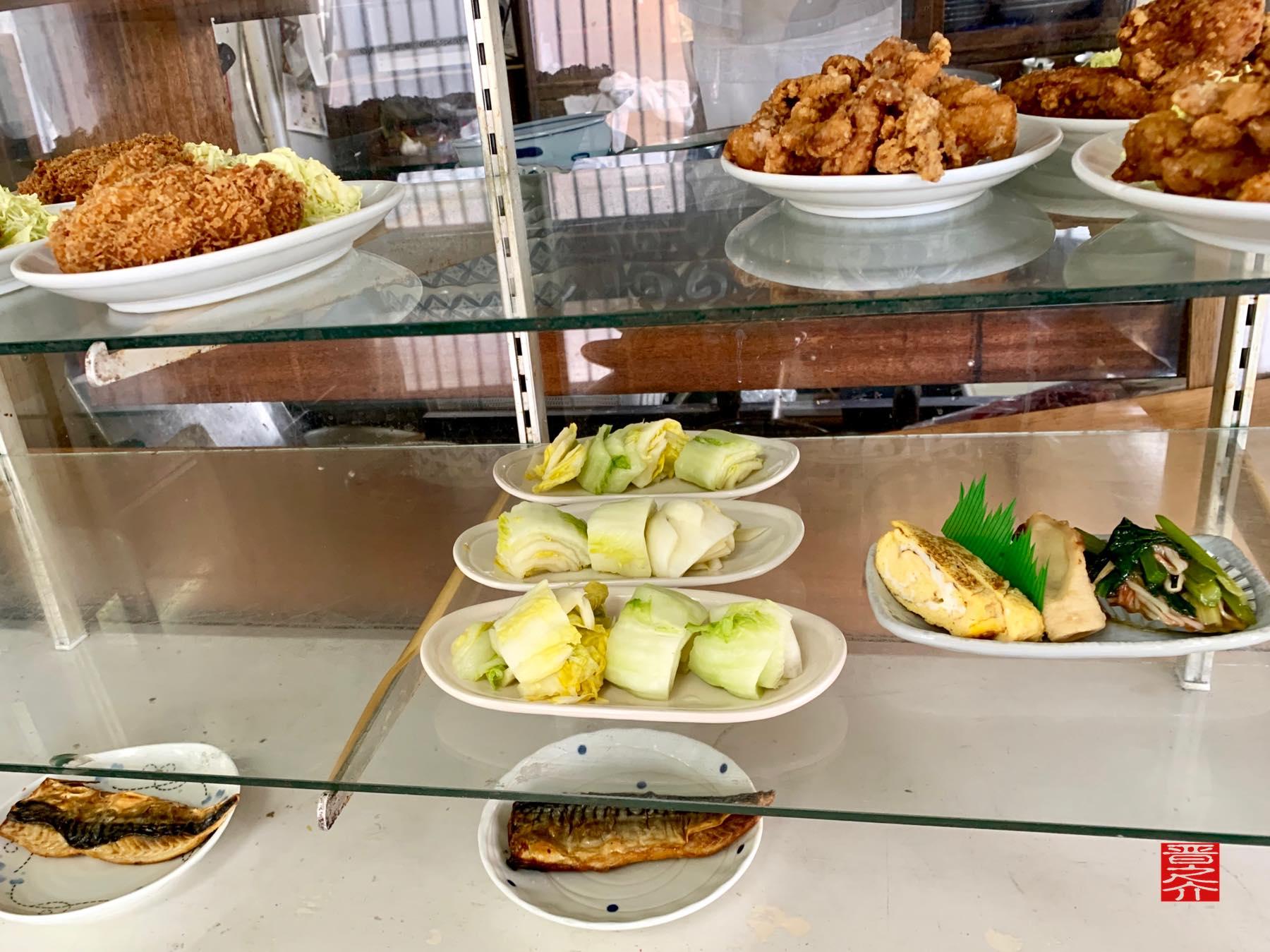 アサヒ食堂 ガラスケース3