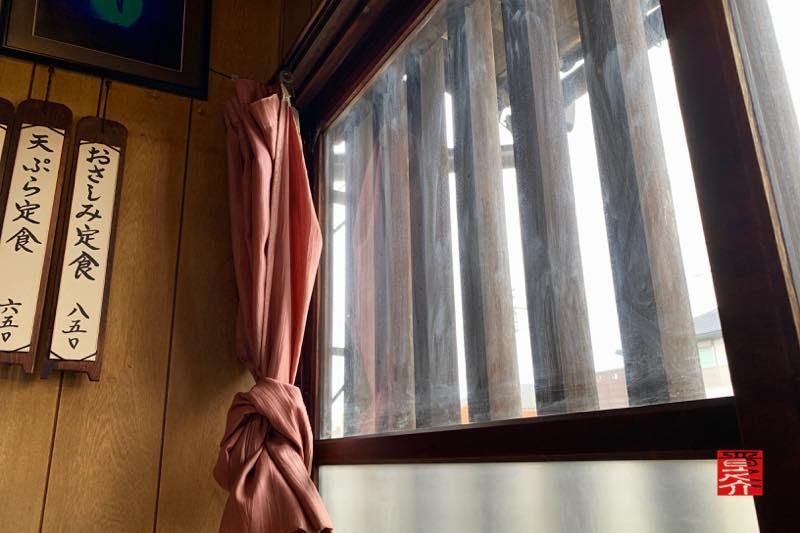 金屋食堂 窓