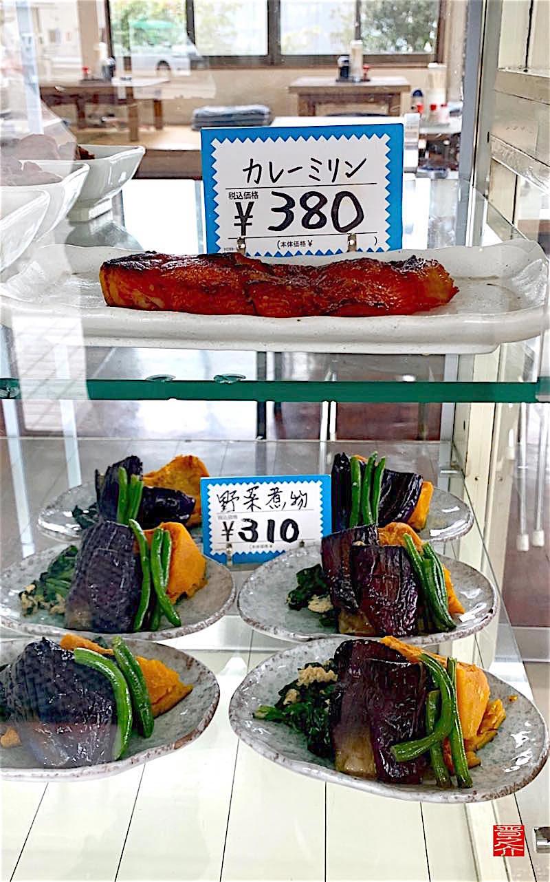 大平食堂ガラスケース2