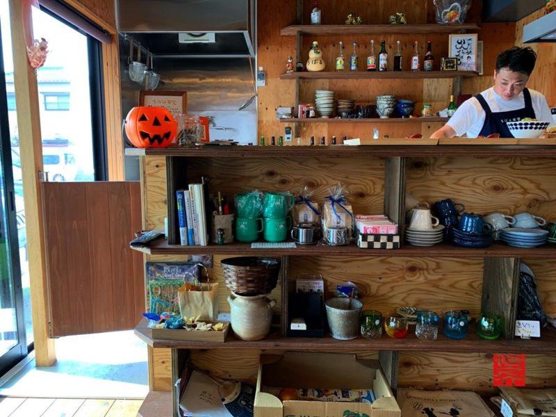 沖縄そばとゆんたくのお店ちばる食堂カウンター