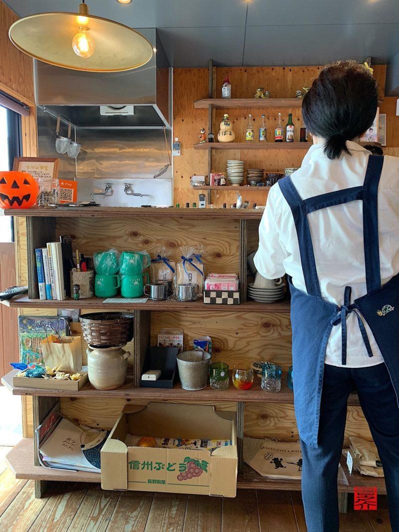 沖縄そばとゆんたくのお店ちばる食堂スタッフさん