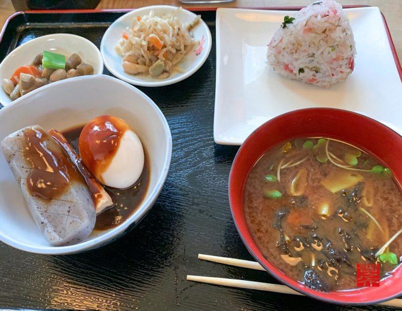 50円おにぎり食堂おにぎり惣菜赤だし