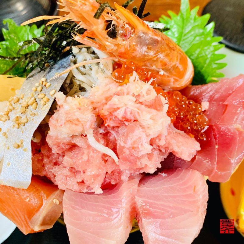 活魚料理つれづれ海鮮の醸す丼3