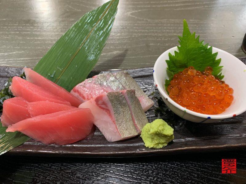 魚市場食堂平の屋三色刺身