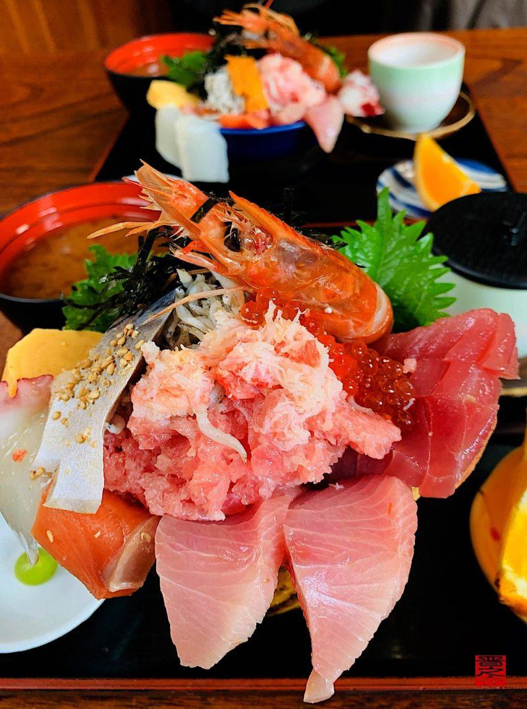 活魚料理つれづれ海鮮の醸す丼と北海道丼