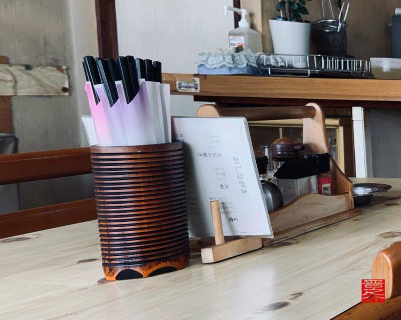 大智食堂テーブル