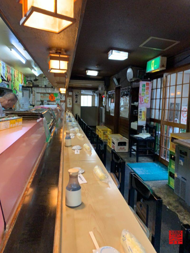 丸八寿司店内1