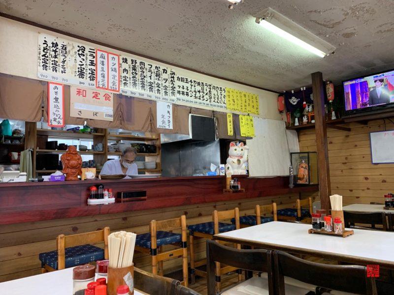 青山食堂カウンター