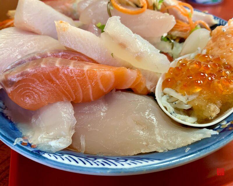 魚春海鮮丼6